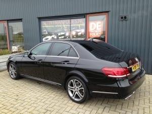 Mercedes E zwart blindering ramen