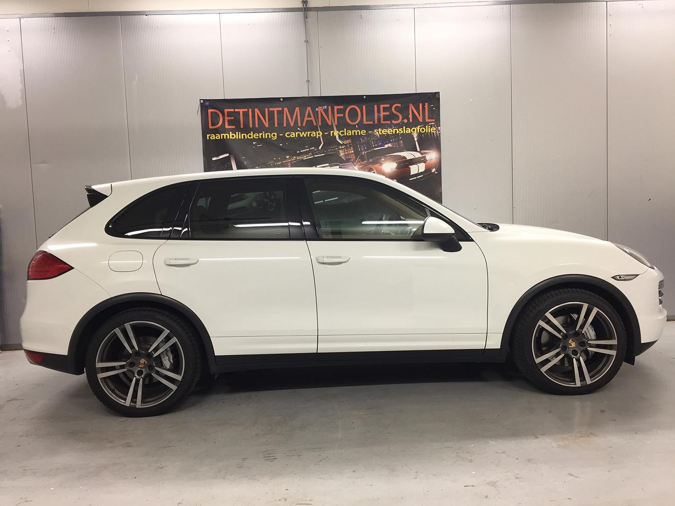 Porsche Cayenne carwrap naar kleur Satin Dark Grey voor 2
