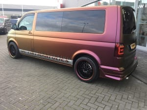 VW Transporter T6 wrap Reclame De Tintmanfolies Avery Colorflow Rising Sun Red Gold-13